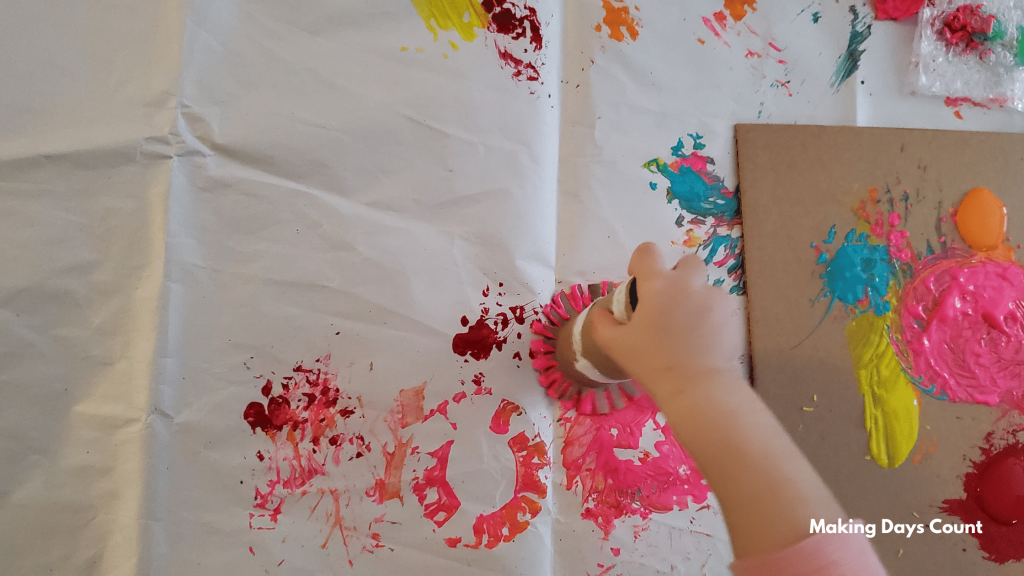 Using Toilet Roll To Paint